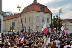 Protestierender sammeln vor dem Präsidentenpalast in Warschau Lizenzfreie Stockbilder