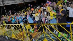Protesto da Amarelo-Camisa em Banguecoque central Foto de Stock