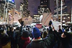 Protesto da inauguração do trunfo em Columbus Circle em NYC Fotografia de Stock Royalty Free