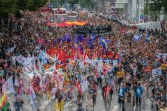 Protesto da rua de G 20 em Hamburgo imagem de stock