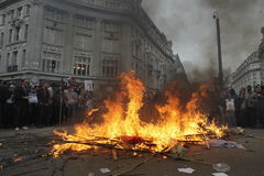 Protesto de ANTI-CUTS em LONDRES Imagens de Stock Royalty Free