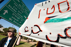 Protesto de encontro aos estabelecimentos israelitas foto de stock royalty free