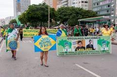 Protesto dos brasileiros contra o governo e o presidente fotografia de stock