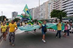 Protesto dos brasileiros contra o governo e o presidente imagens de stock