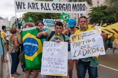 Protesto dos brasileiros contra o governo e o presidente foto de stock