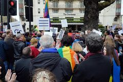 Protesto fora Dorchester hotel Londres do 6 de abril de 2019 imagem de stock royalty free