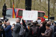 Protesto fora Dorchester hotel Londres do 6 de abril de 2019 fotos de stock royalty free