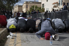 Protesto líbio da embaixada fotografia de stock