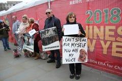 Protestors Año Nuevo chino, año del festival del perro de Yulin del perro Londres, febrero de 2017 Fotografía de archivo libre de regalías