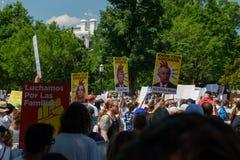 Protestors bij de Families behoort samen Verzameling stock afbeeldingen