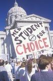 Protestors con las muestras en la reunión proabortista Imagen de archivo libre de regalías