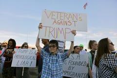 Protestors contra candidato presidencial republicano presunto Imagen de archivo libre de regalías
