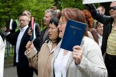 Protestors contro orgoglio 2009 di Riga Fotografia Stock Libera da Diritti