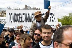 Protestors contro orgoglio 2009 di Riga Immagine Stock