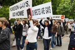 Protestors de encontro ao orgulho 2009 de Riga Fotos de Stock