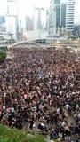 Protestors in Harcourt-Straße nahe Regierungsstellen besetzen Proteste 2014 Admirlty Hong Kong, Regenschirm-, denrevolution Zentr Lizenzfreie Stockfotografie