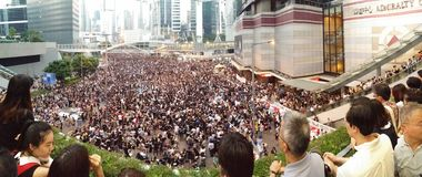 Protestors in Harcourt-Straße nahe Zentralregierungs-Büro-Hong Kong-Proteste Regenschirm-Revolution 2014 besetzen Zentrale Stockbilder
