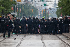Protestors rodeados Foto de archivo