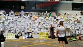 Protestorsbeitragsmitteilungen auf Bus in Nathan-Straße besetzen Proteste 2014 Mongkoks Hong Kong, Regenschirm-, denrevolution Ze Stockbild