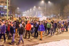 2017 - Protestos dos Romanians contra o plano do perdão do prisioneiro Brasov, Foto de Stock Royalty Free