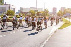 Protestrit van fietsers door de straten van Belgrado 2 Stock Foto