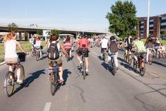 Protestrit van fietsers door de straten van Belgrado 3 Stock Fotografie