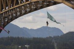 Protestujący one obniżają z Żelaznego Wokers ` pomnika mosta w Vancouver Zdjęcie Stock