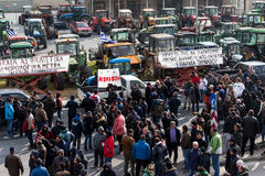 Protestujący rolnicy od rolniczego regionu Thessaly arri obraz royalty free