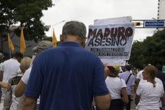 Protestujący uczestniczy w wydarzeniu dzwonili matki wszystkie protesty w Wenezuela przeciw Nicolas Maduro rzędowi fotografia royalty free