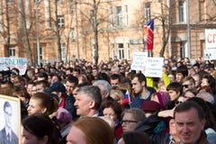 Protestujący ucznie i nauczyciele przy wiecem w obronie Timiryazev akademii obraz stock