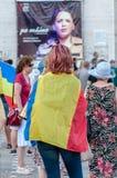 Protestujący zakrywający z flaga państowowa obrazy stock