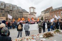 Protestujący zbierający przy Kleber rzędu Kwadratowymi protestującymi śliwkami Fotografia Stock