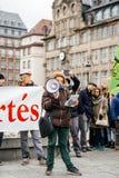 Protestujący zbierający przy Kleber rzędu Kwadratowymi protestującymi śliwkami Zdjęcia Royalty Free