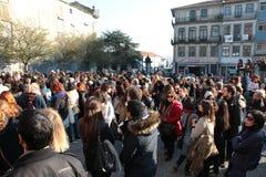 Protestujący na kobiety ` s Marzec w Portugalia Obrazy Stock