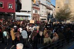 Protestujący na kobiety ` s Marzec w Portugalia Zdjęcia Stock