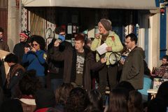 Protestujący na kobiety ` s Marzec w Portugalia Zdjęcie Royalty Free