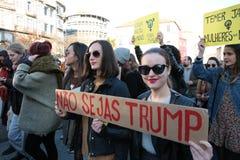 Protestujący na kobiety ` s Marzec w Portugalia Fotografia Stock