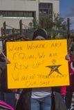 Protestujący protestuje dla równy dóbr dla wszystko Fotografia Stock