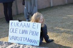 Protestuje przeciw rz?dowej bierno?ci na zmiana klimatu, Helsinki, Finlandia obraz stock