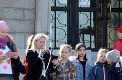 Protestuje przeciw rz?dowej bierno?ci na zmiana klimatu, Helsinki, Finlandia zdjęcie royalty free