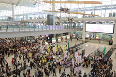 Protestverkställande direktör Luggage Incident på Hong Kong Airport Arkivbild