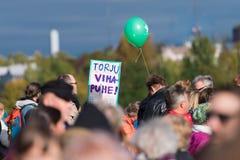 Protestverzameling tegen racisme en rechts extremistisch geweld in Helsinki, Finland royalty-vrije stock fotografie