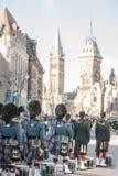 Protetor cerimonial do regulador General Foot Guards de Canadá, com seus kilts, estando durante o dia da relembrança fotos de stock