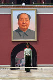 Protetor de segurança na porta de Tiananmen Fotografia de Stock