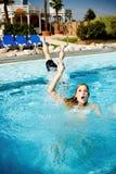 Protetor de vida Saving Drowning Woman imagens de stock royalty free