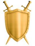 Protetor medieval do cavaleiro do ouro e espadas cruzadas isolados Imagens de Stock Royalty Free