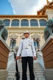 Protetor real no palácio grande de Tailândia Fotos de Stock