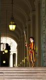 Protetor suíço que guarda o Vaticano fotos de stock royalty free