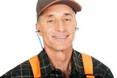 Protetores auriculares vestindo do trabalhador maduro Imagem de Stock Royalty Free