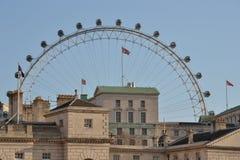 Protetores de cavalo que bulding o olho de Londres Fotografia de Stock Royalty Free